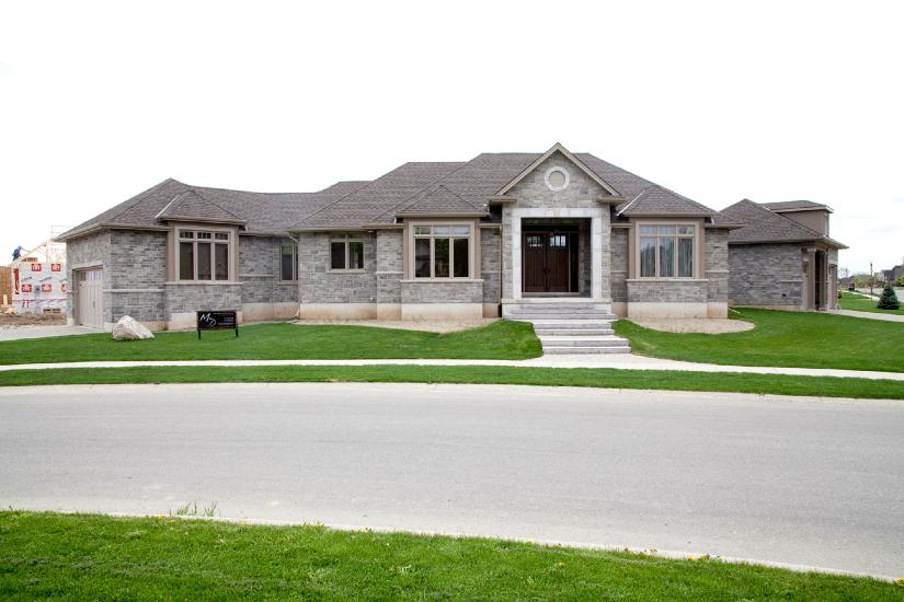 Custom fine homes marc deroo fine homes for Md home builders